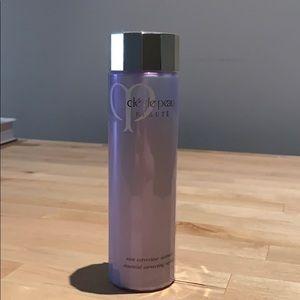 Cle de peau essential correcting refiner